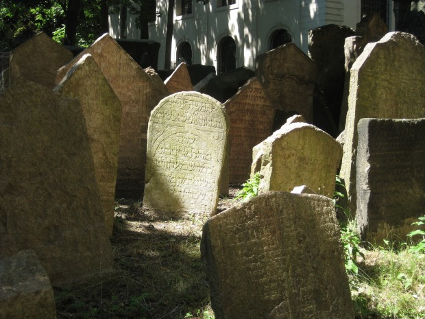 grave-1392719_1920